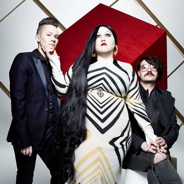 Trio med karismatisk power-kvinde i front rocker videre på nyt album
